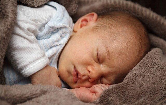 Quantas Horas um Bebê de 1 Mês Dorme?